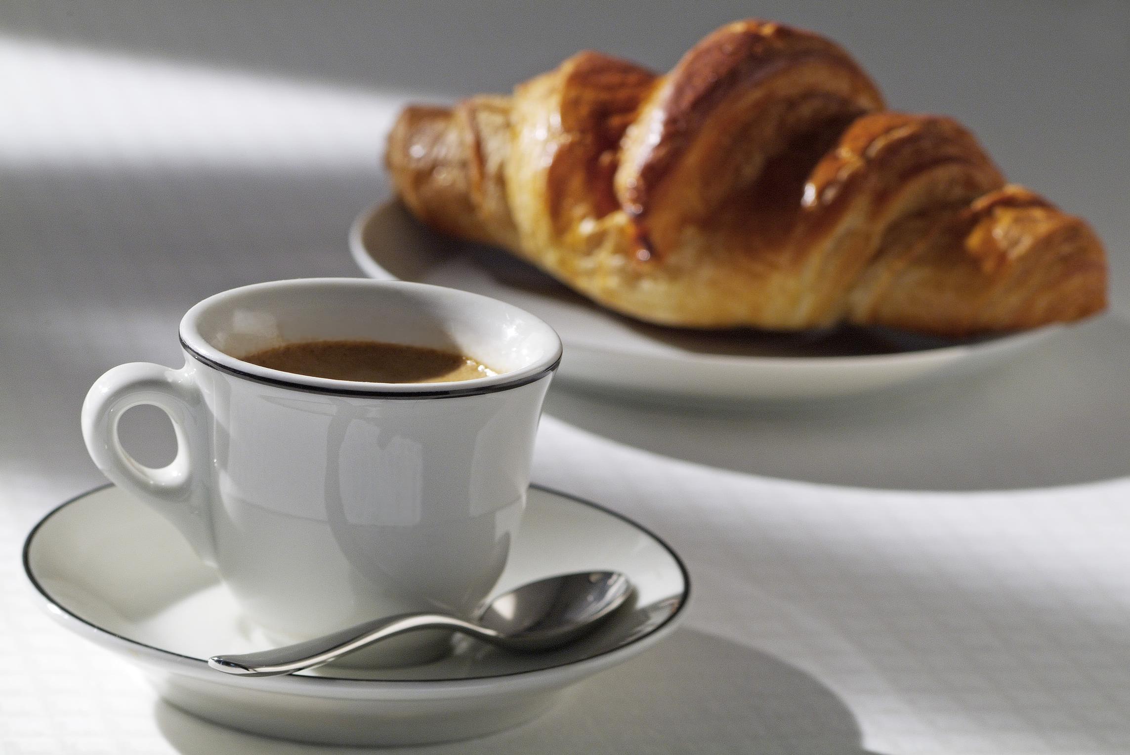 лото открытка кофе с круассаном выбирая
